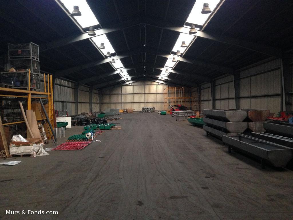Combourg (35) - Entrepôt / Local industriel proche Combourg 2400 m² à louer sur terrain de 3ha