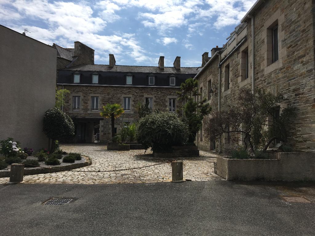 LANNION CENTRE VILLE BUREAUX DISPONIBLE 150 m² A LOUER
