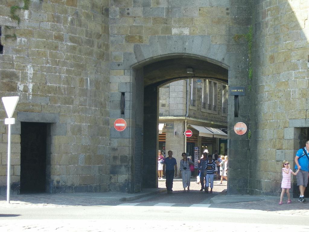 35- SAINT MALO - INTRA-MUROS - CESSION DE BAIL 30 m2