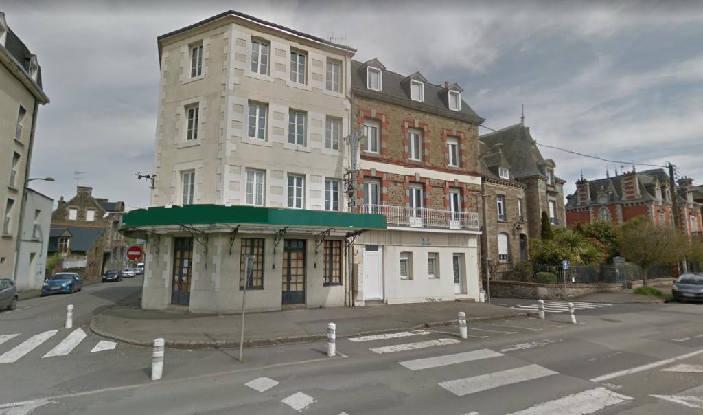 22  Lamballe - Murs d'Immeuble d'hôtel à réhabiliter en habitation