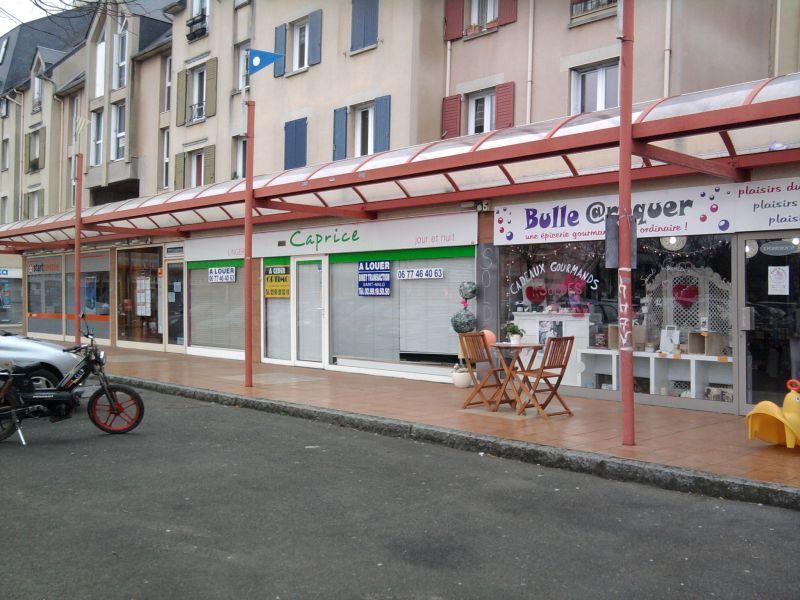 PAIMPOL - PAS DE PORTE - VENDU PAR L'AGENCE